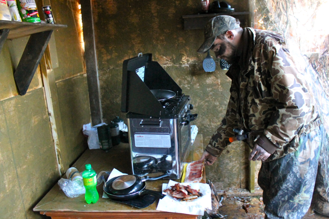 Hunting inside a duck blind our southern rootsour for Inside deer blind ideas